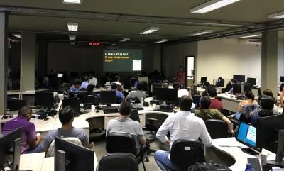 Equipe da Agência de Tecnologia da Informação em reunião com objetivo de alinhar estratégias e fomentar inovação