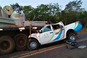 Vítimas ficaram presas nas ferragens da camionete