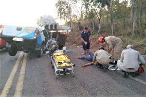 Equipe de resgate do CBM atende vítima no local do acidente