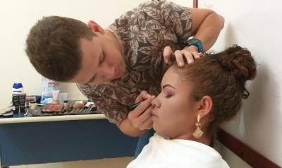 A Setas desenvolve a inclusão produtiva, com cursos de capacitação para produção de artesanato local, panificação, cabeleireiro, maquiagem, design de sobrancelhas, e outros