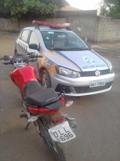 Motocicleta com restrição de furto ou roubo, recuperada_400.jpg