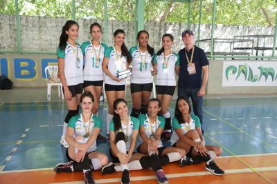 A equipe de vôlei feminino do Instituto Presbiteriano, de Paraíso, conquistou medalha de prata nos jogos