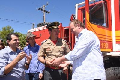 Borges na entrega de veículo para posto avançado dos Bombeiros em Mateiros