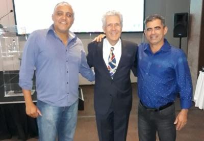 Ronald Araújo (e), presidente da Associação Brasileira dos Departamentos Estaduais de Estradas de Rodagem, DER-ABDR, Ruimar dos Santos  e José Antonio do Nascimento (d).