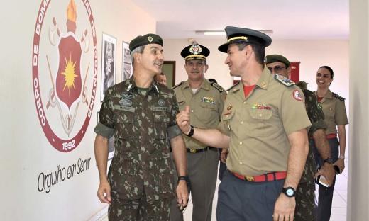 O general Marco Aurélio em sua visita ao Corpo de Bombeiros Militar