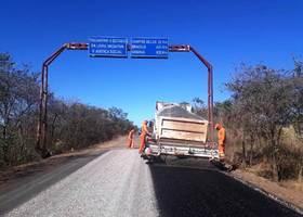 Obras do asfalto novo chega à divisa TO/GO no município de Novo Jardim.