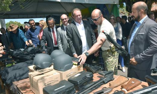 Por meio de doações extralegado da Força Nacional, o Tocantins recebeu Equipamentos de plataforma não letal para controle de distúrbios, armamento letal, camionetes, entre outros