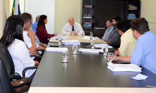 Secretário destaca trabalho do Governo em prol das indústrias do Estado durante assinatura de contratos