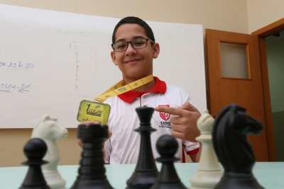 Em primeiro lugar no xadrez, na categoria de 12 a 14 anos, foi classificado o estudante Matheus de Souza Brito