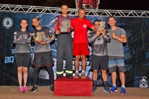 Os campeões da categoria máster recebem seus troféus