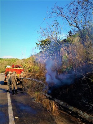 Bombeiros militares em combate nas proximidades de Taquaruçu