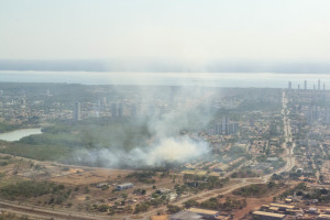 Parque Cesamar, em Palmas, mais uma vez foi atacado e chamas consumiram vegetação do local