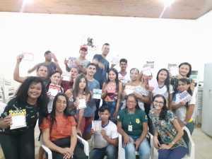 FOTO 09 - Estudantes se reúnem para o registro da participação na oficina de educação ambiental_Crédito Divulgação-Naturatins.jpeg