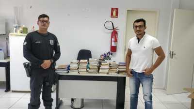 A direção da unidade também recebeu doação de 100 livros