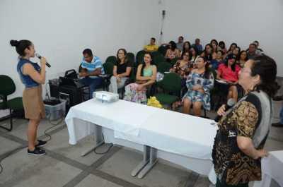 Palestrantes Andreia Feitosa e Delvane Barros apresentam os Programas Nacional e Estadual de Educação Fiscal.