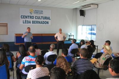 O presidente do Comitê da Bacia do Rio Formoso e o diretor de Recursos Hídricos da Semarh Aldo Azevedo apresentando as demandas