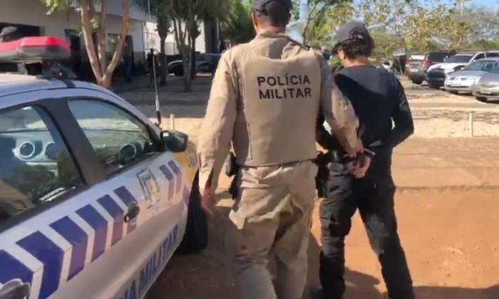 O homem foi preso e encaminhado à Delegacia de Polícia para os procedimentos cabíveis