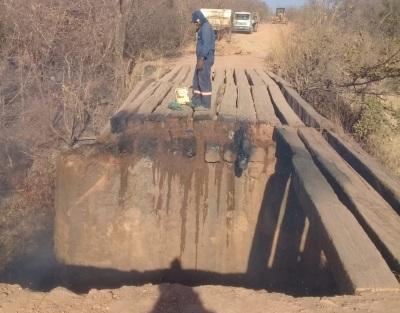 O incêndio destruiu um vão inteiro da ponte sobre o Córrego Angical na TO-296, na região sudeste do estado
