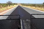 Com o novo asfalto a situação está sendo resolvida de forma a garantir o conforto e a segurança de todos os usuários da via.