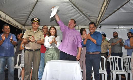 Governador do Estado do Tocantins, Mauro Carlesse, lançou nesta segunda-feira, 9, o Colégio Militar Unidade - Xll,  na cidade de Palmeirópolis, no sul do Tocantins
