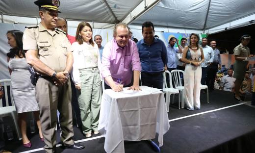 Termo de parceria foi assinado pela secretária Adriana Aguiar, pelo comandante-geral da PM, coronel Jaizon Veras, e pelo governador Mauro Carlesse