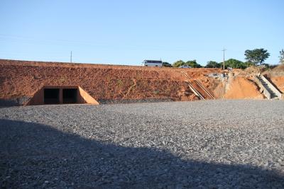 Todo o sistema é composto por 260 metros de galerias e 90 metros de bueiros que deságuam no Córrego Baixa Funda