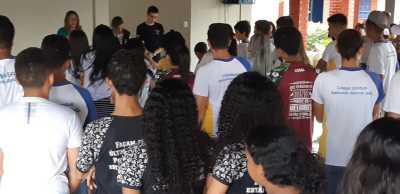 10 Alunos do Col. Est. Raimundo  Alencar Leão em Guaraí receberm orientações do Procon local.jpeg