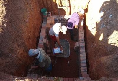 Os apenados construíram uma nova fossa para a cadeia