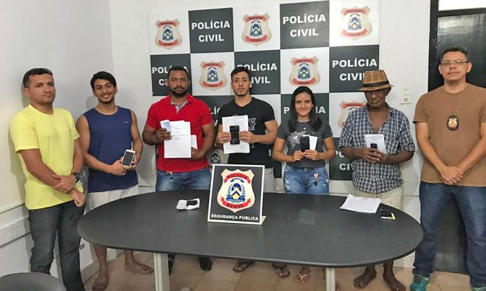 Celulares recuperados pela Polícia Civil são devolvidos aos proprietários em Araguatins