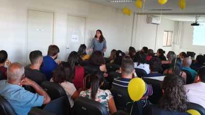 A palestrante compartilhou sobre os mitos acerca do comportamento suicida