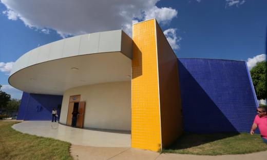 O espaço recebe o nome da professora Dalva Aparecida Santa Cruz Melo (in memorian) e tem capacidade para mais de 400 pessoas