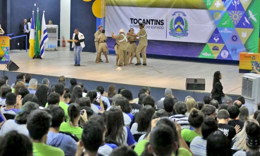 Adriana Aguiar falou sobre como a entrega do auditório irá beneficiar a comunidade