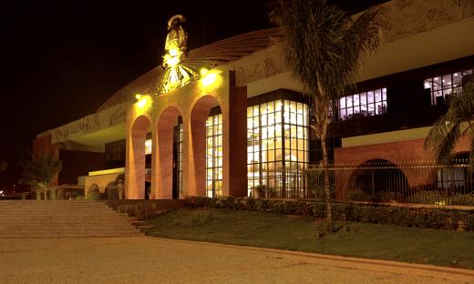 Palácio Araguaia recebeu iluminação amarela, marcando a passagem do Dia Mundial de Prevenção ao Suicídio