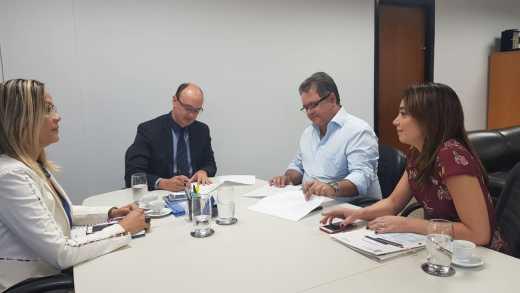 Assinatura aconteceu nesta quarta-feira, 11, em Palmas