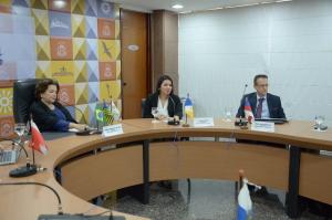 Presidente da Jucetins, Thais Coelho, dá as boas-vindas aos presidentes
