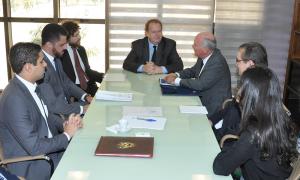 Governador Mauro Carlesse em reunião