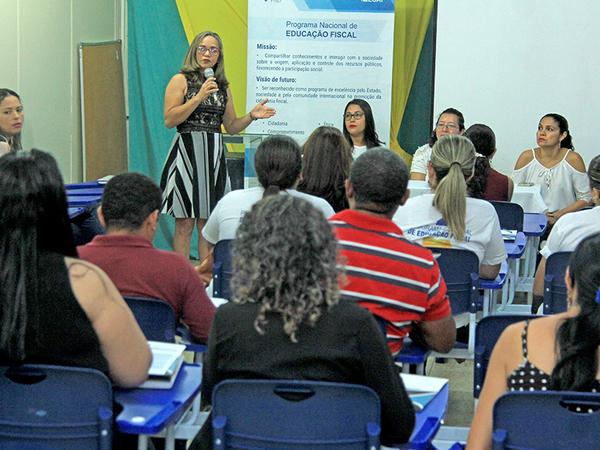 Andreia Feitosa e Elmirian Guedes apresentam os programas Nacional e Estadual de Educação Fiscal