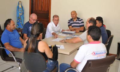 Reunião no gabinete municipal para debater sobre as etapas do processo de Regularização fundiária do município de Miracema do Tocantins com a presença do Prefeito, Saulo Milhomem
