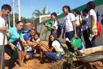Estudantes da Escola Deoclides Muniz plantam mudas de tamarindo