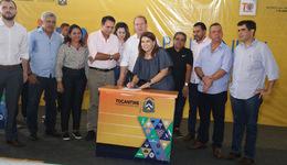 Secretária Adriana Aguiar assina termo de entrega benefícios para escolas da região de Palmas