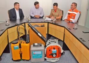 Coronel Leandro assina termo de recebimento dos equipamentos e destaca importância da parceria