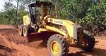 Trecho recebe serviços de cascalhamento, patrolamento, drenagem e aumento de greide