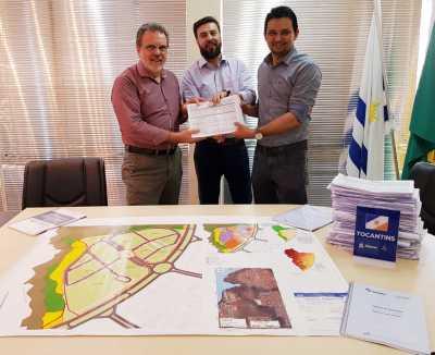 UFT  repassa projetos técnicos ao Diretor da Atração de Investimento, Paulo Mendonça