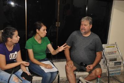 produtor e técnica da Seagro discutem a criação do projeto agroindústria – Elmiro de Deus/Governo do Tocantins