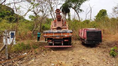 Equipe executa serviços para melhora de captação do município