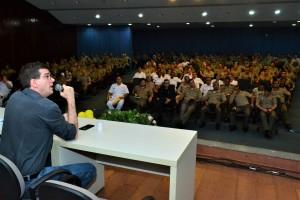 Médico participa de mesa redando com policiais e bombeiros militares