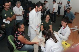 Servidores durante coleta de sangue no auditório do Naturatins