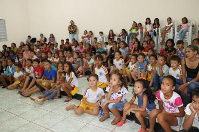 Cinema ambiental realizado na quarta-feira atraiu cerca de 200 crianças ao longo da manhã