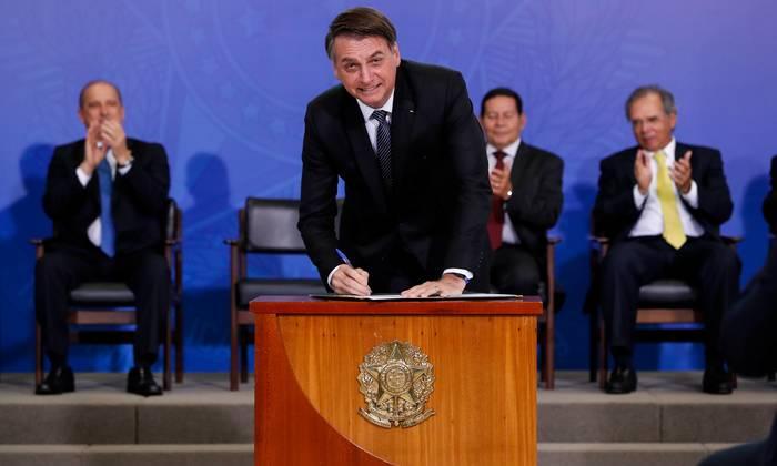 Presidente Jair Bolsonaro assina a MP da Liberdade Econômica