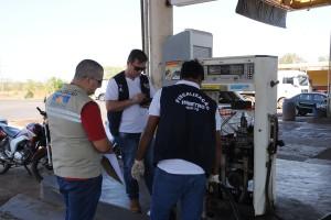 Equipe da Metrologia acompanhou a fiscalização nos postos de combustível